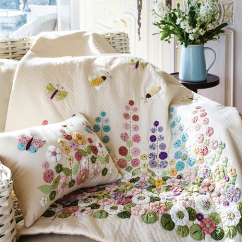 Suffolk Park Quilt And Cushion Set