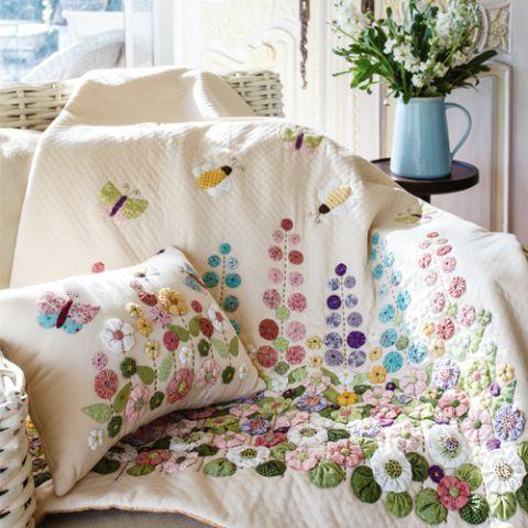 Suffolk Park Quilt And Cushion Set